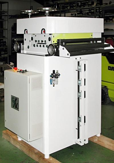 Standard straightening machine